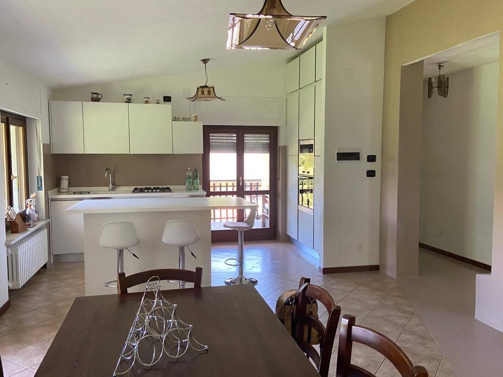 Appartamento in vendita a Roccaforte Mondovì, 5 locali, prezzo € 190.000 | CambioCasa.it