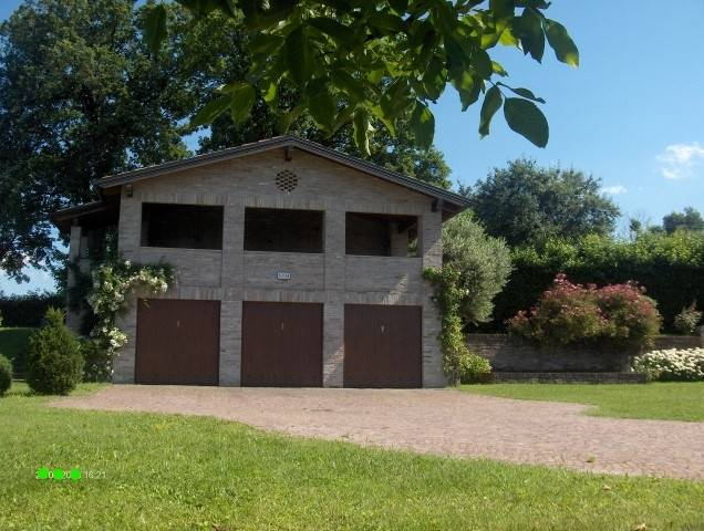 fabbricato garage,portico legnaia atrezzi