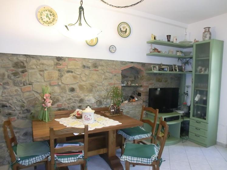 Appartamento in vendita a Peccioli, 4 locali, zona Zona: Fabbrica, prezzo € 140.000 | CambioCasa.it
