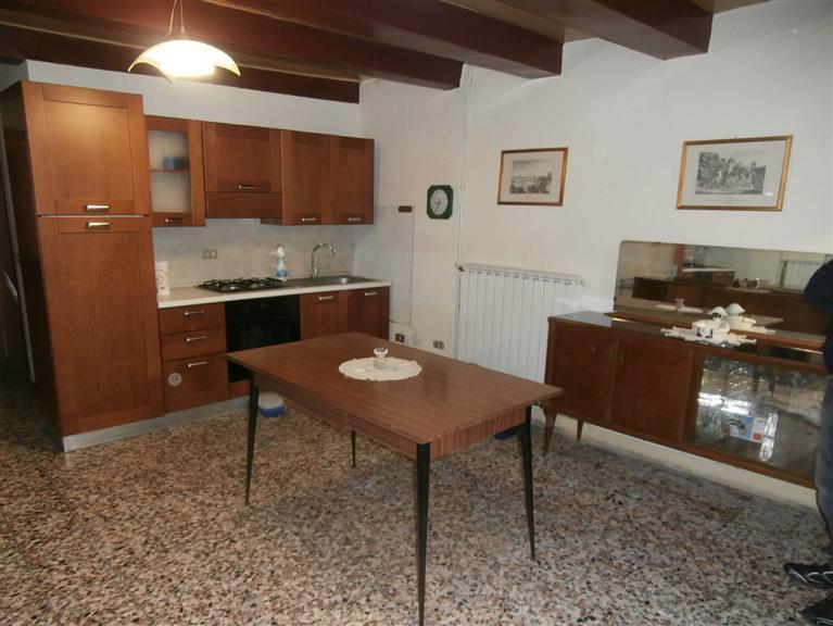 Soluzione Indipendente in vendita a Peccioli, 7 locali, zona Zona: Ghizzano, prezzo € 54.000 | CambioCasa.it