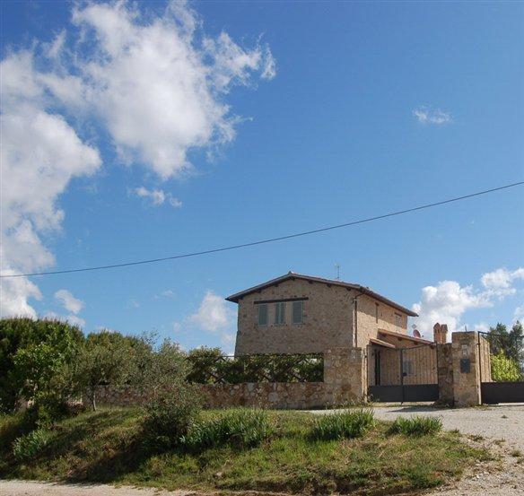 Rustico / Casale in vendita a Castel Ritaldi, 4 locali, zona Zona: Colle del Marchese, prezzo € 300.000 | CambioCasa.it