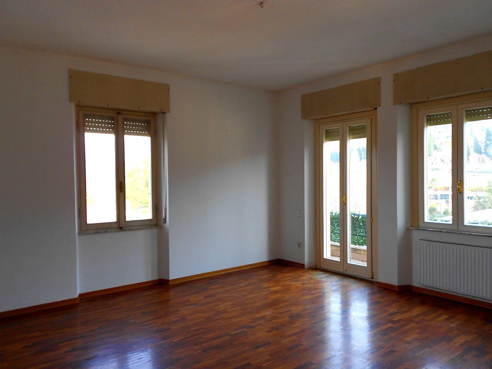 Appartamento in vendita a Spoleto, 5 locali, zona Località: CITTA', prezzo € 119.000 | CambioCasa.it