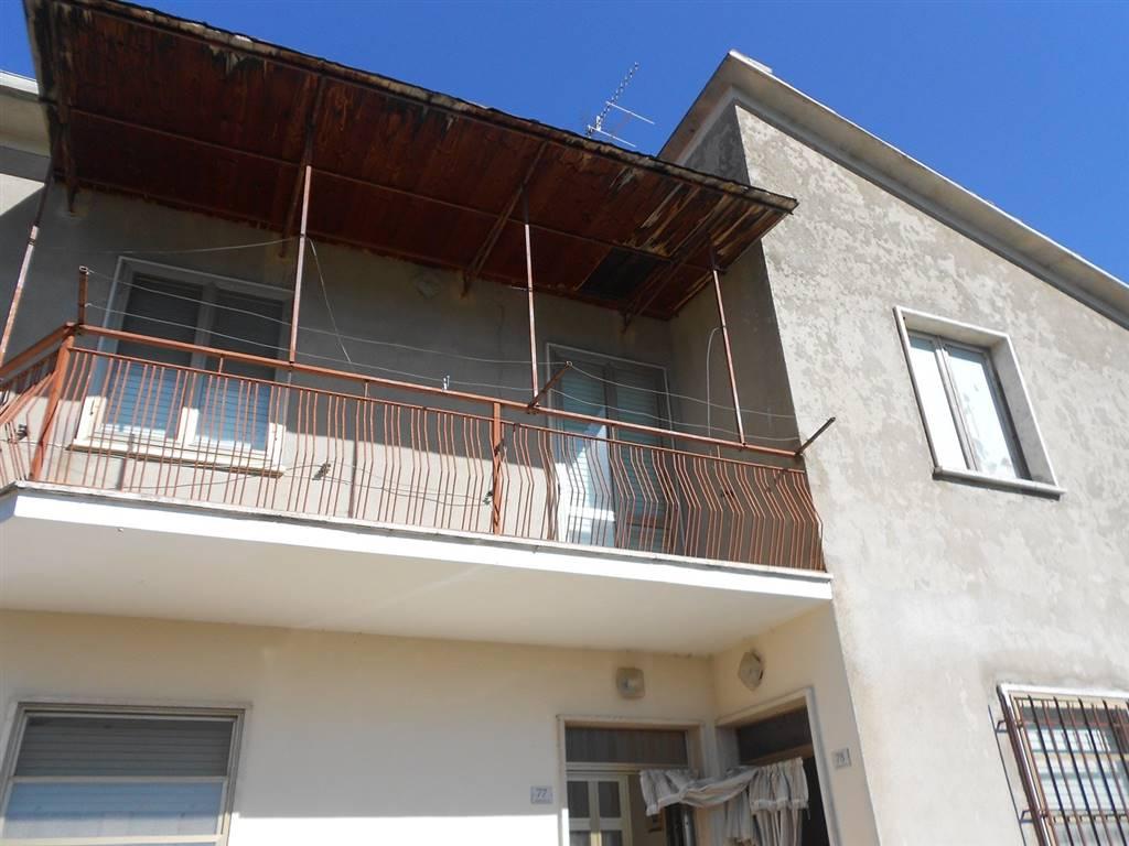 Soluzione Indipendente in vendita a Castel Ritaldi, 8 locali, zona Zona: Mercatello, prezzo € 158.000 | CambioCasa.it