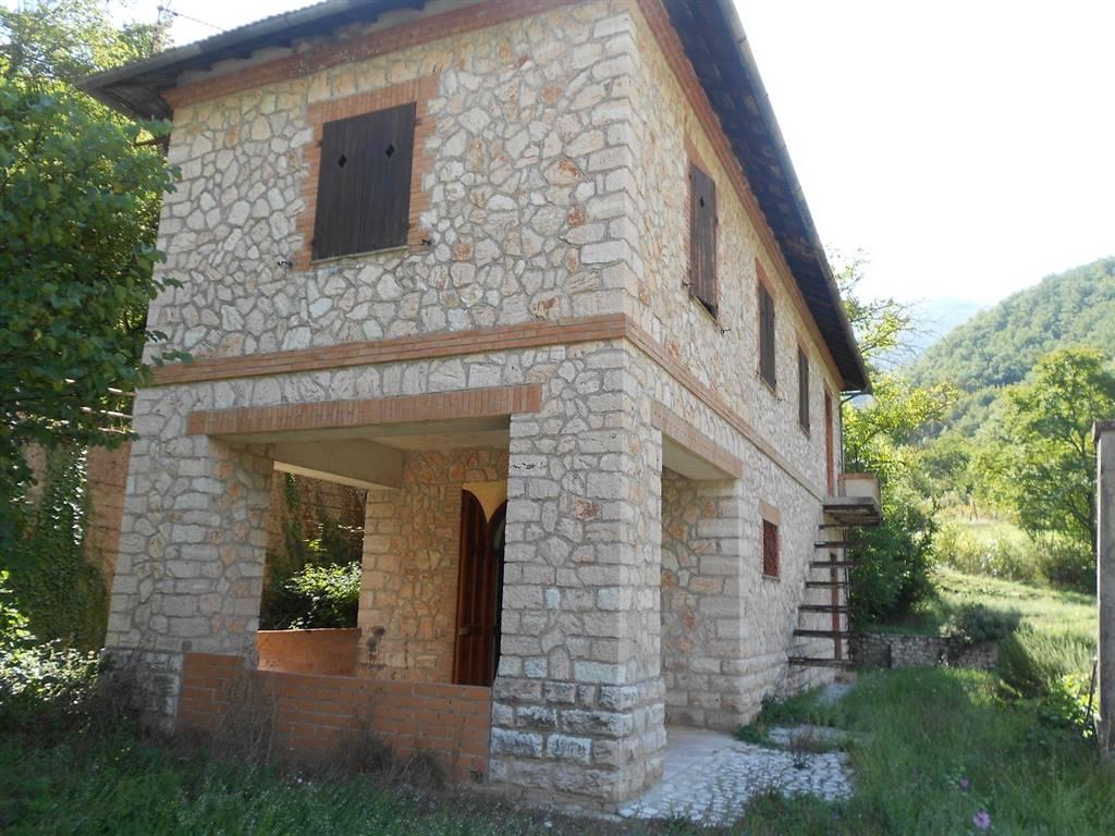 Soluzione Indipendente in vendita a Vallo di Nera, 6 locali, prezzo € 95.000   CambioCasa.it