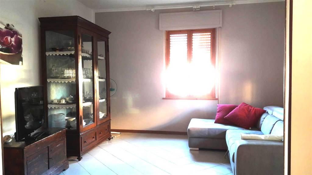 Appartamento in vendita a Spoleto, 5 locali, zona Località: PERIFERIA, prezzo € 140.000 | CambioCasa.it