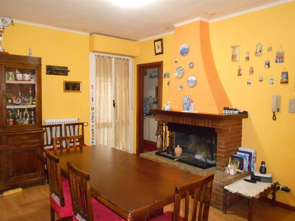 Appartamento in vendita a Spoleto, 5 locali, zona Località: PRIMA PERIFERIA, prezzo € 88.000 | CambioCasa.it