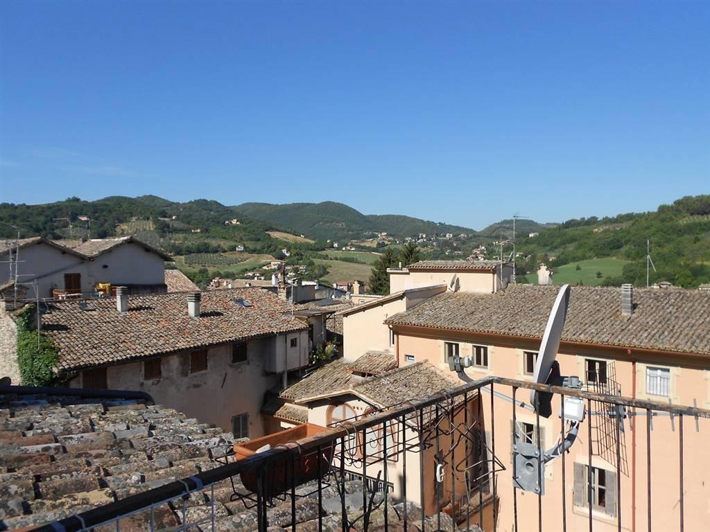 Appartamento in vendita a Spoleto, 3 locali, zona Località: CENTRO STORICO, prezzo € 95.000   CambioCasa.it
