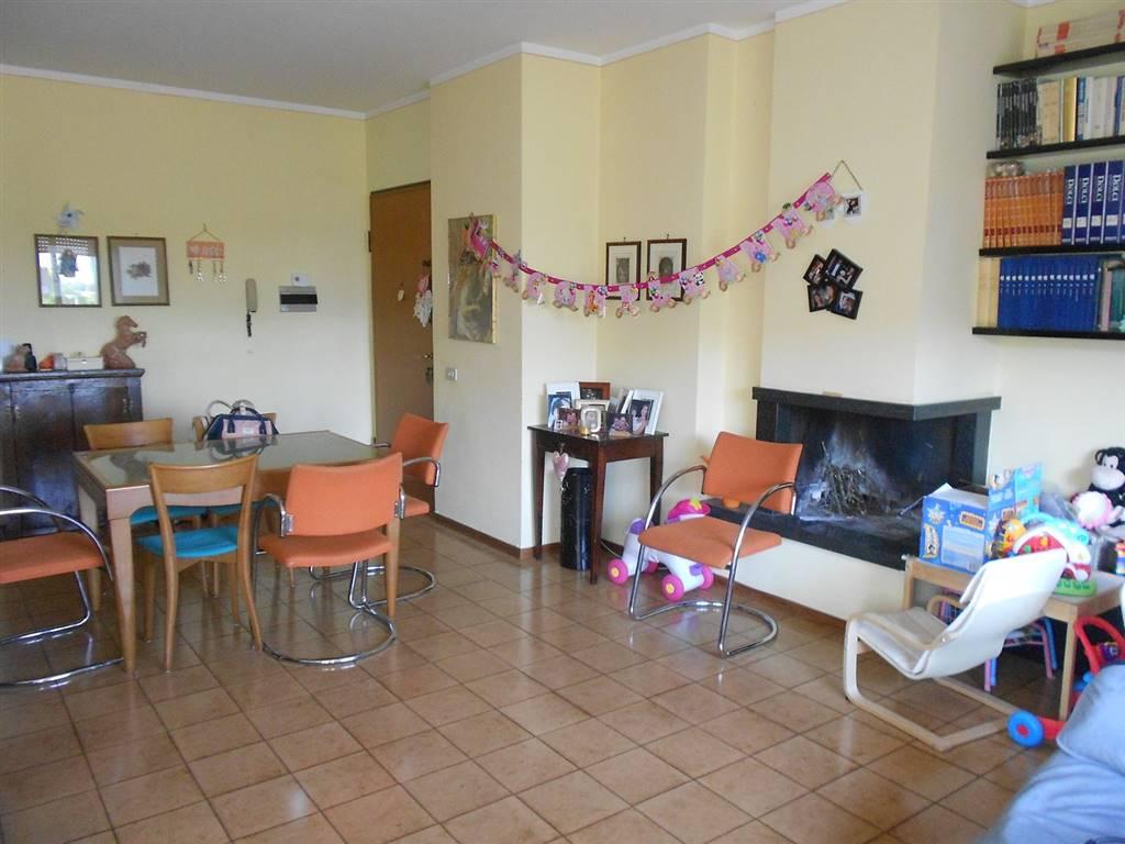Appartamento in vendita a Spoleto, 5 locali, zona Località: PRIMA PERIFERIA, prezzo € 98.000 | CambioCasa.it