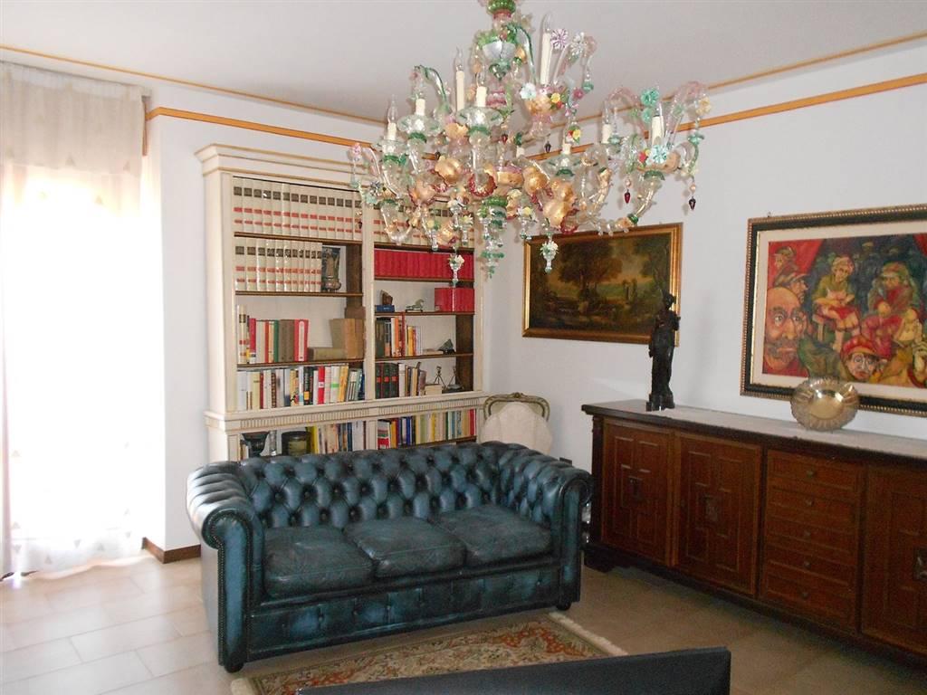 Appartamento in vendita a Spoleto, 5 locali, zona Località: PRIMA PERIFERIA, prezzo € 125.000 | CambioCasa.it