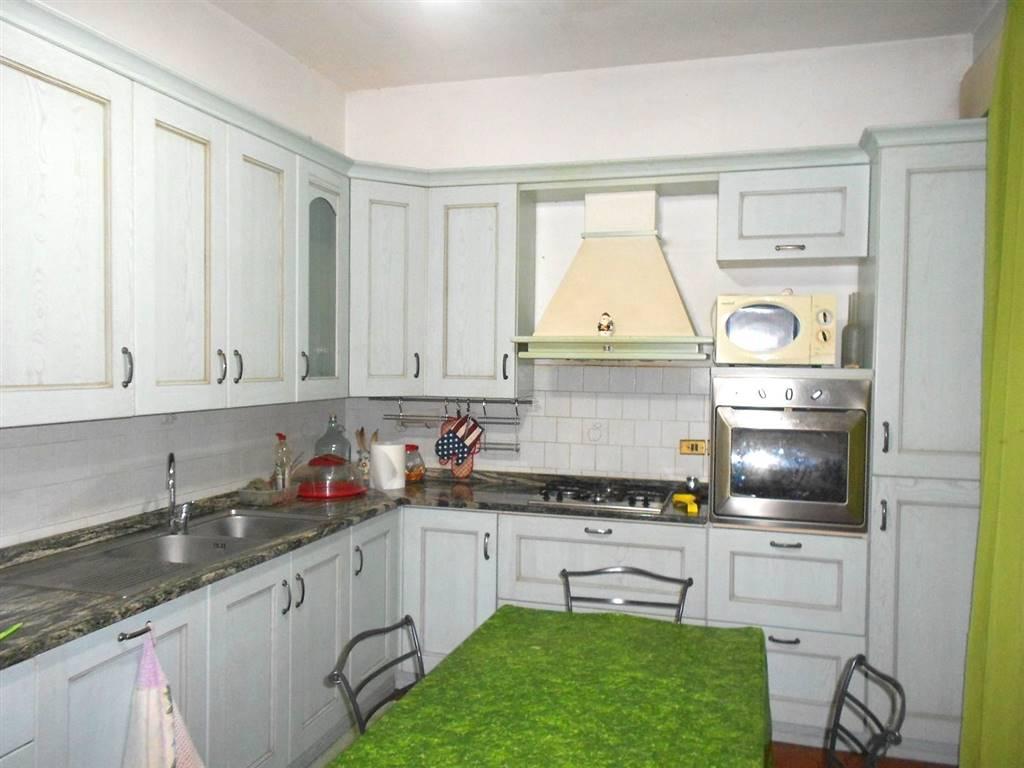 Appartamento in vendita a Spoleto, 4 locali, zona Località: PRIMA PERIFERIA, prezzo € 100.000 | CambioCasa.it