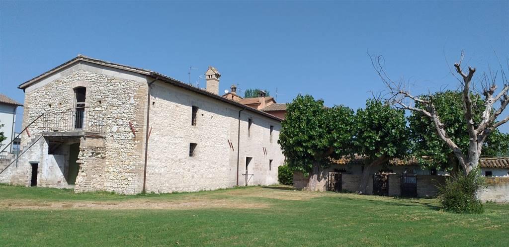 Rustico / Casale in vendita a Trevi, 7 locali, zona Località: CASCO DELLACQUA, prezzo € 158.000   CambioCasa.it