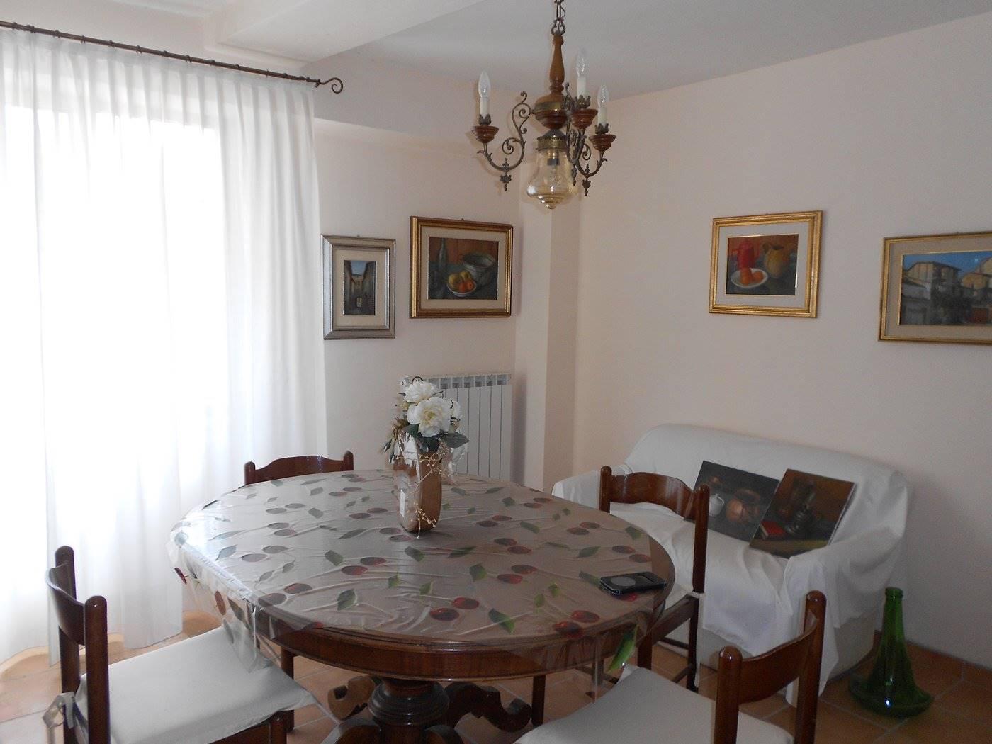 Appartamento in vendita a Spoleto, 4 locali, zona Località: CENTRO STORICO, prezzo € 120.000 | CambioCasa.it
