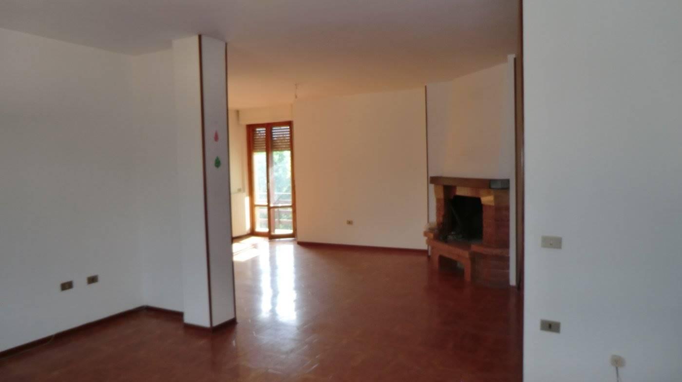 Appartamento in vendita a Castel Ritaldi, 5 locali, zona Zona: Bruna, prezzo € 85.000 | CambioCasa.it