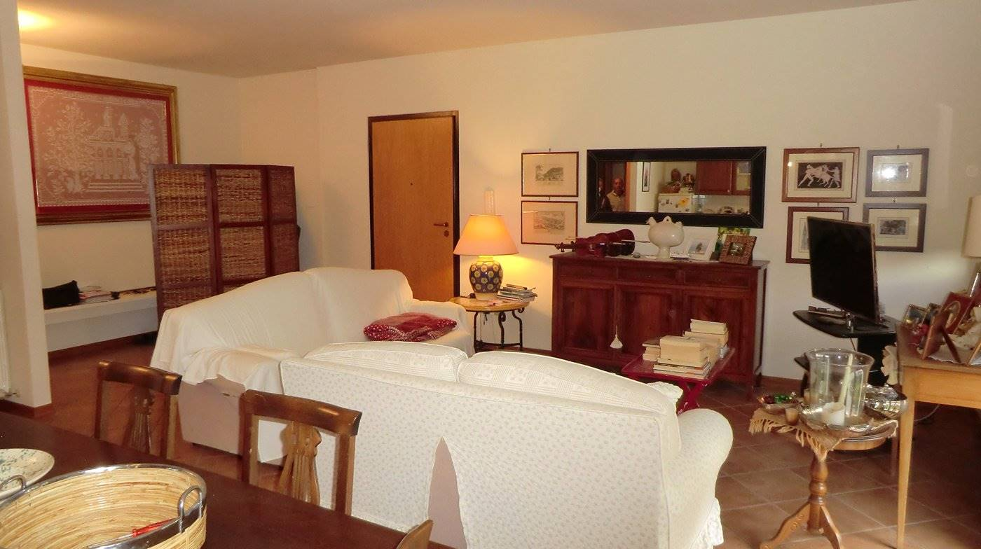 Appartamento in vendita a Spoleto, 4 locali, zona Località: PERIFERIA, prezzo € 130.000   CambioCasa.it
