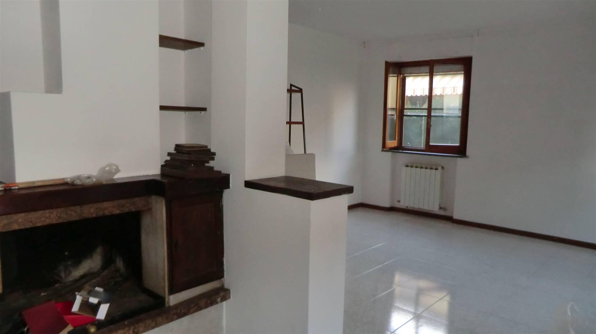 Appartamento in vendita a Spoleto, 4 locali, zona Località: PERIFERIA, prezzo € 125.000 | CambioCasa.it