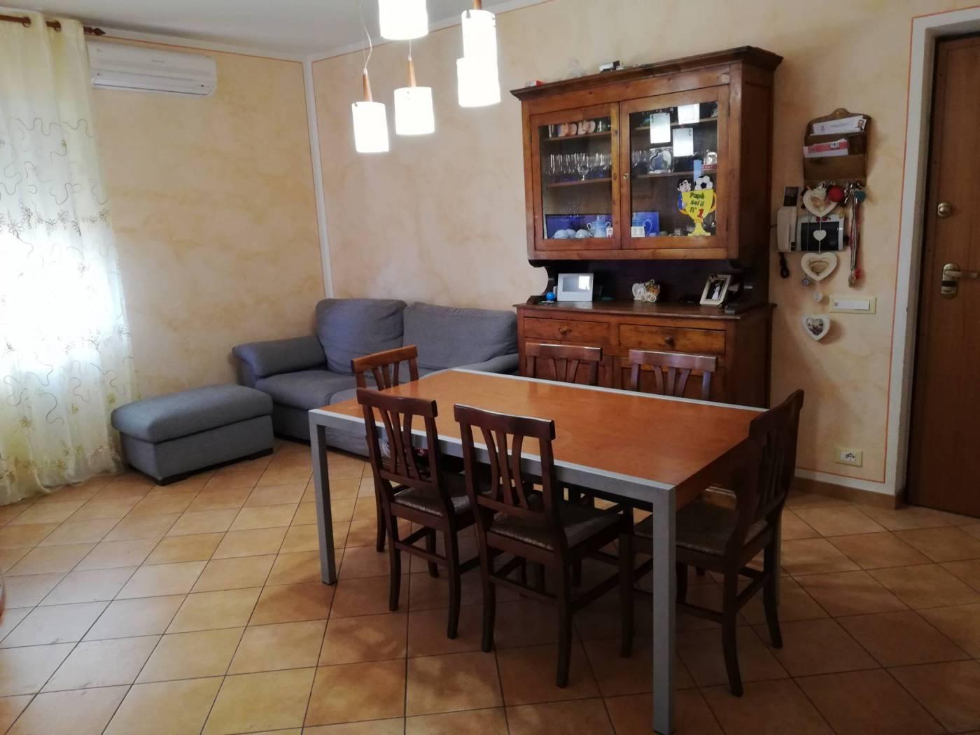 Appartamento in vendita a Spoleto, 5 locali, zona Località: PERIFERIA, prezzo € 128.000 | CambioCasa.it