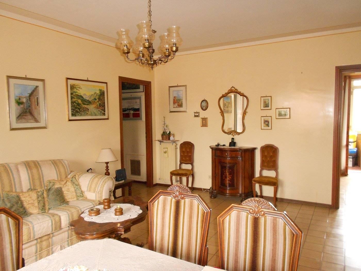 Appartamento in vendita a Spoleto, 5 locali, zona Località: PRIMA PERIFERIA, prezzo € 103.000 | CambioCasa.it
