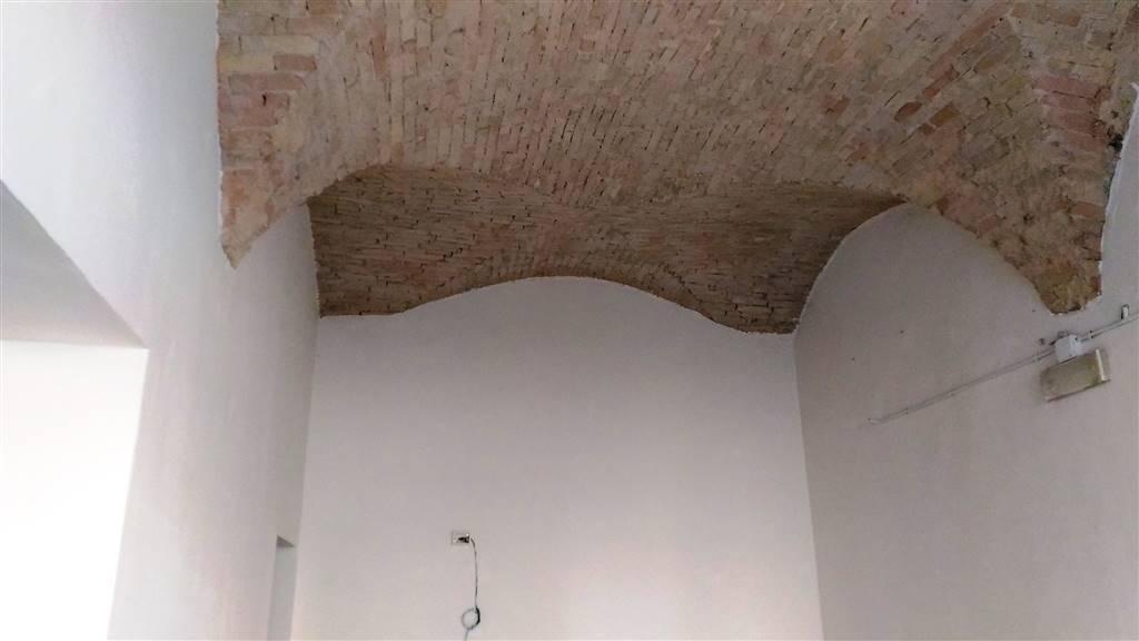 Locale commerciale, Centro Storico, Parma, ristrutturato