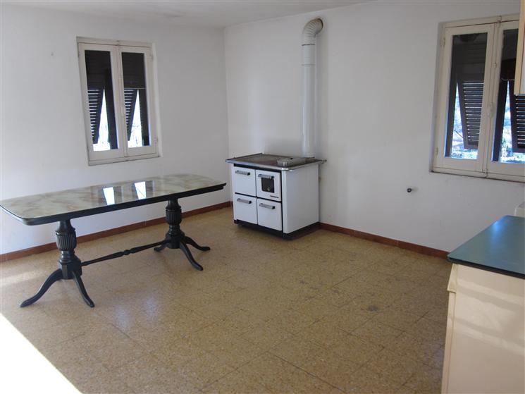 Casa semi indipendente, Beverino, da ristrutturare