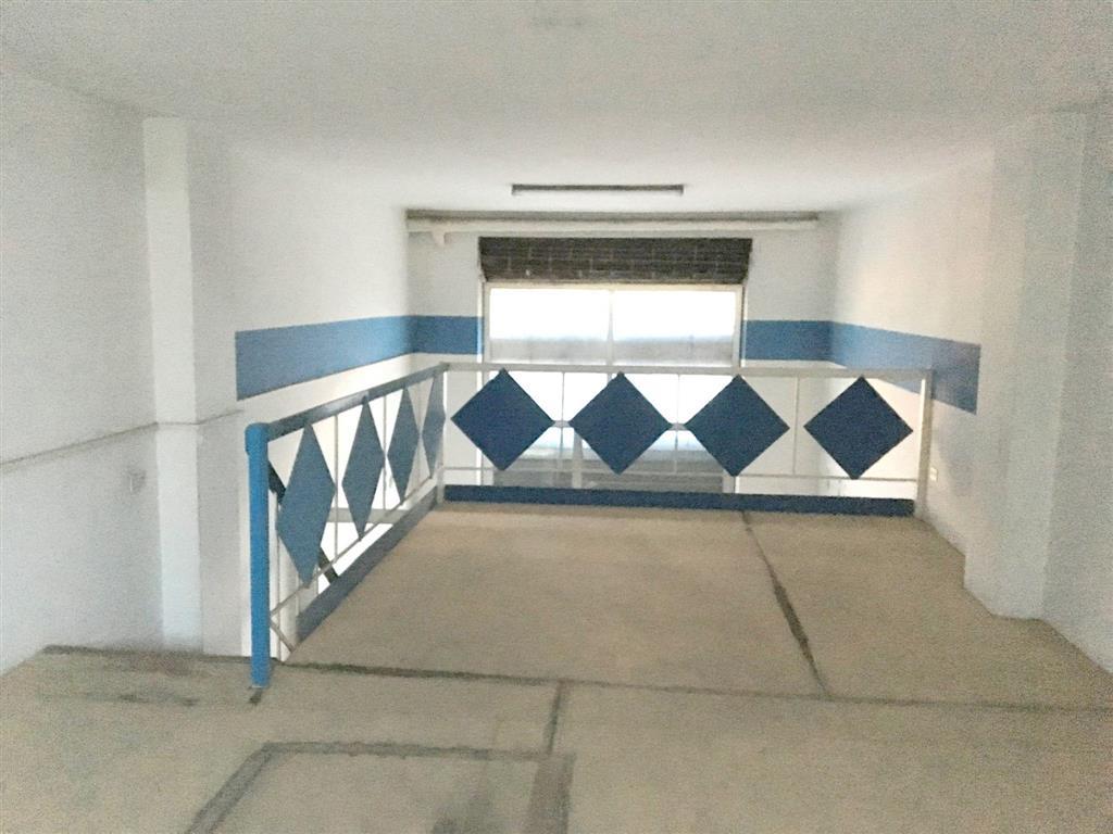 Immobile Commerciale in vendita a Sarzana, 2 locali, zona Località: CENTRO STORICO, prezzo € 220.000 | PortaleAgenzieImmobiliari.it