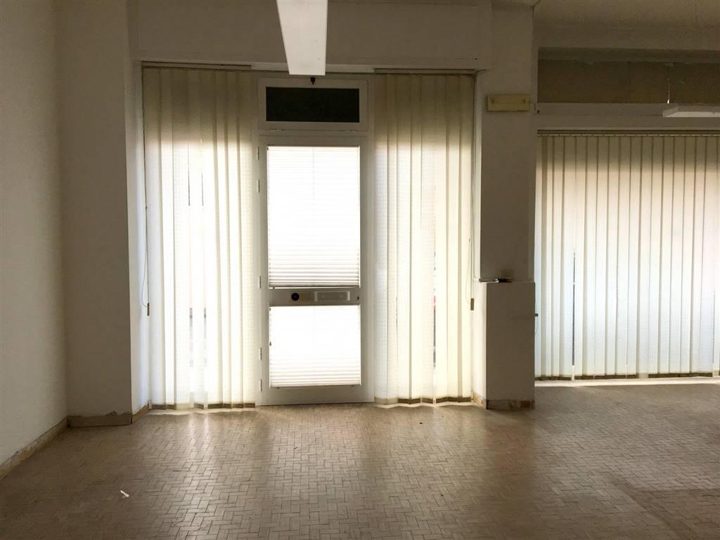 Immobile Commerciale in vendita a Sarzana, 3 locali, zona Località: CENTRO, prezzo € 130.000 | PortaleAgenzieImmobiliari.it
