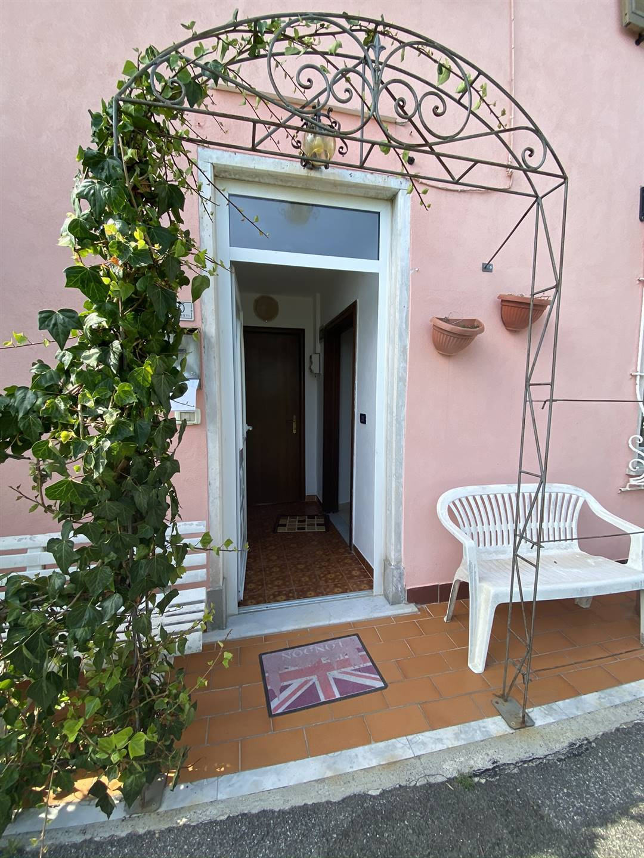 Soluzione Semindipendente in affitto a Castelnuovo Magra, 3 locali, zona cciara, prezzo € 450   PortaleAgenzieImmobiliari.it
