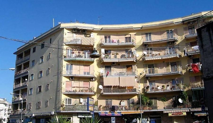 Laboratorio in vendita a San Giorgio a Cremano, 2 locali, zona Località: ALTA, prezzo € 130.000 | CambioCasa.it