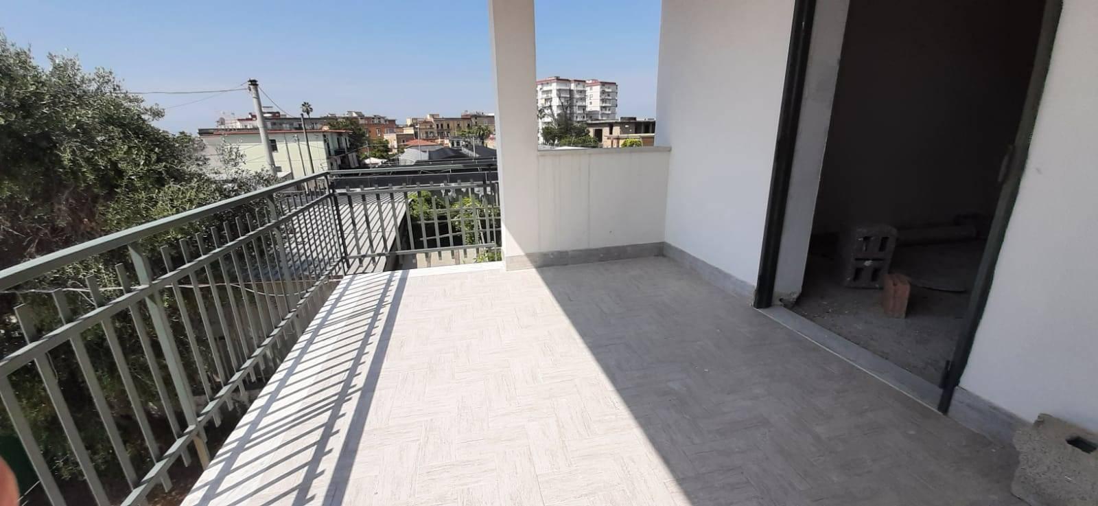 Palazzo / Stabile in affitto a San Giorgio a Cremano, 3 locali, zona Località: BASSA, prezzo € 3.000 | CambioCasa.it