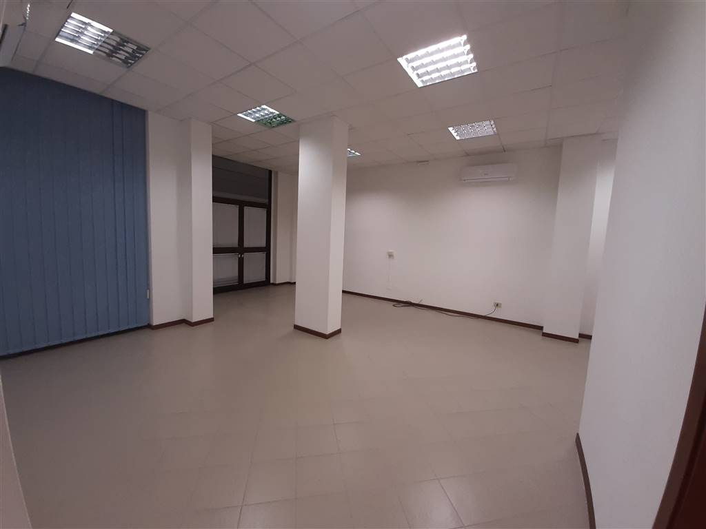 ISOLOTTO, FIRENZE, Office for rent of 130 Sq. mt., Excellent Condition, Heating Individual heating system, Energetic class: G, placed at Ground,