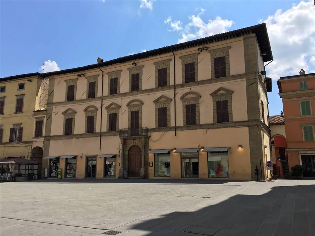 Negozio / Locale in affitto a Città di Castello, 6 locali, zona Località: CENTRO STORICO, prezzo € 2.200 | CambioCasa.it