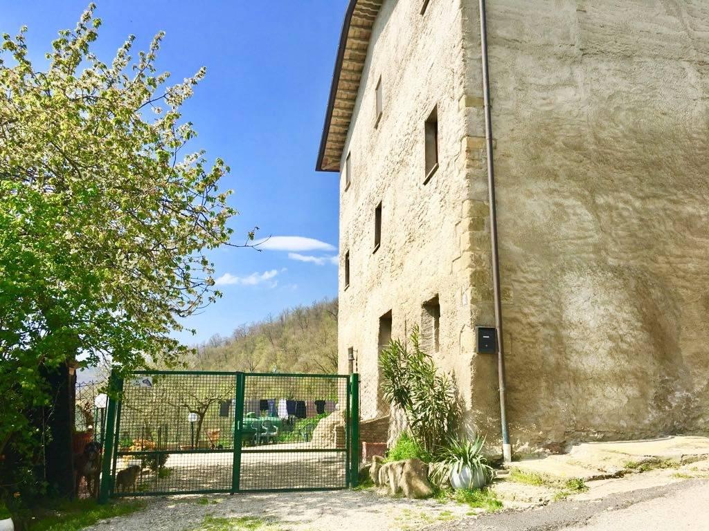 Soluzione Semindipendente in vendita a Città di Castello, 6 locali, zona Località: CELLE, prezzo € 169.000 | CambioCasa.it