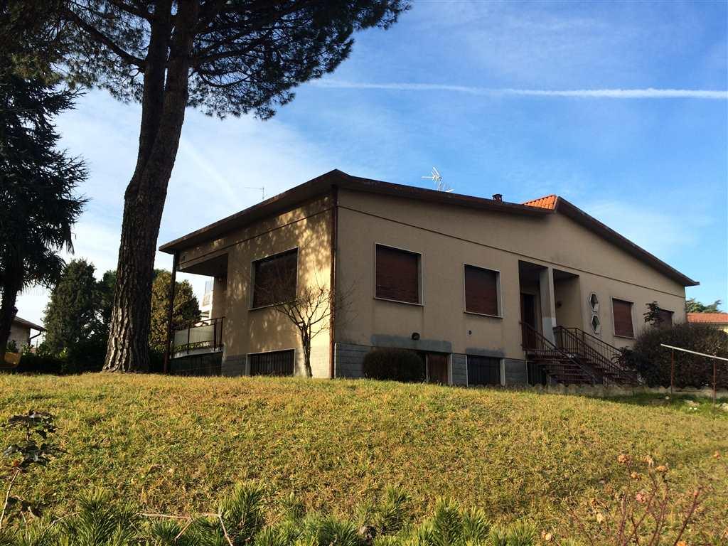 Villa, Barlassina, da ristrutturare