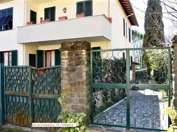 Apartment in FIESOLE 200 Sq. mt. | 6 Rooms - Garage | Garden 300 Sq. mt.