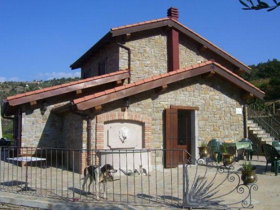 Ristorante / Pizzeria / Trattoria in vendita a Dolceacqua, 5 locali, prezzo € 1.500.000 | CambioCasa.it