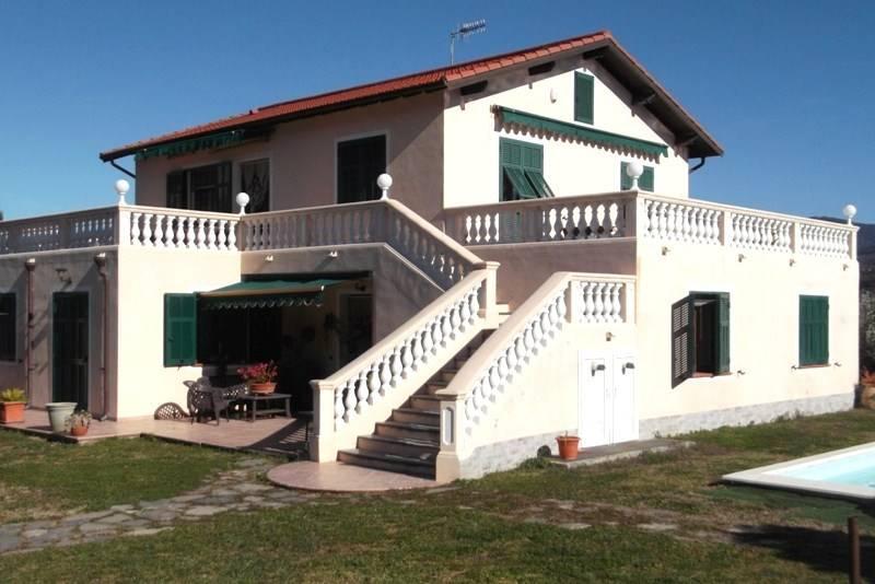 Villa in vendita a Camporosso, 9 locali, prezzo € 650.000 | CambioCasa.it