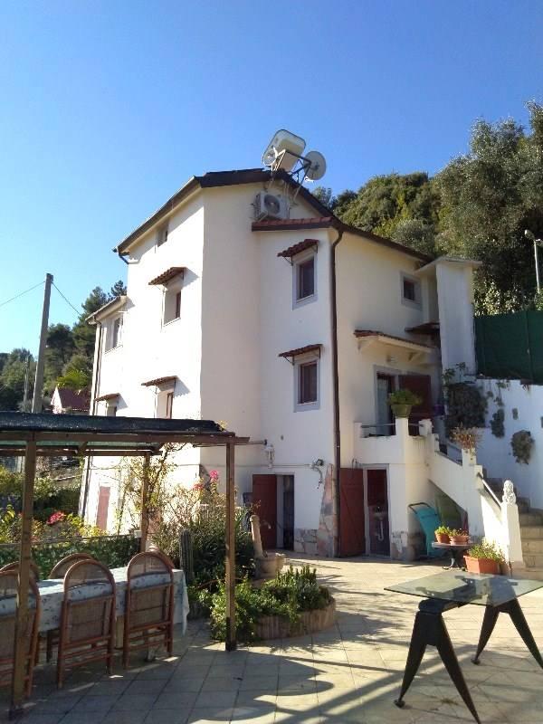 Soluzione Indipendente in vendita a Camporosso, 4 locali, zona xe, prezzo € 300.000 | PortaleAgenzieImmobiliari.it