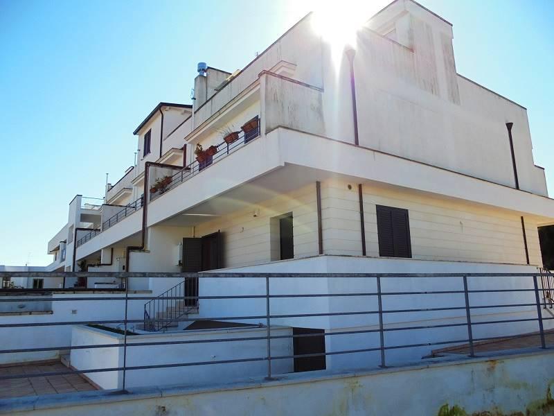 Lecce, in zona Cicolella, a ridosso del quartiere San Lazzaro, a 300 metri da Torre del Parco, proponiamo villetta bifamiliare al piano rialzato con