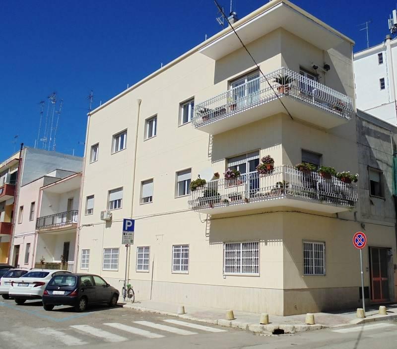 Ariosto, appartamento al piano terra di un piccolo contesto condominiale, composto da vani ampi e luminosi. L'immobile si compone da ingresso, ampio