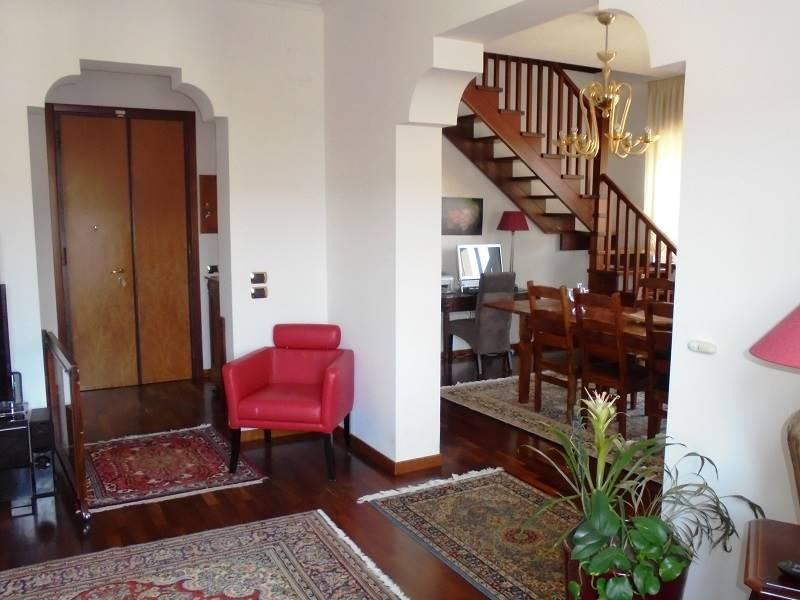Lecce, interessante appartamento ottimamente rifinito, posto al primo piano di una palazzina indipendente in contesto unifamiliare. L'attuale