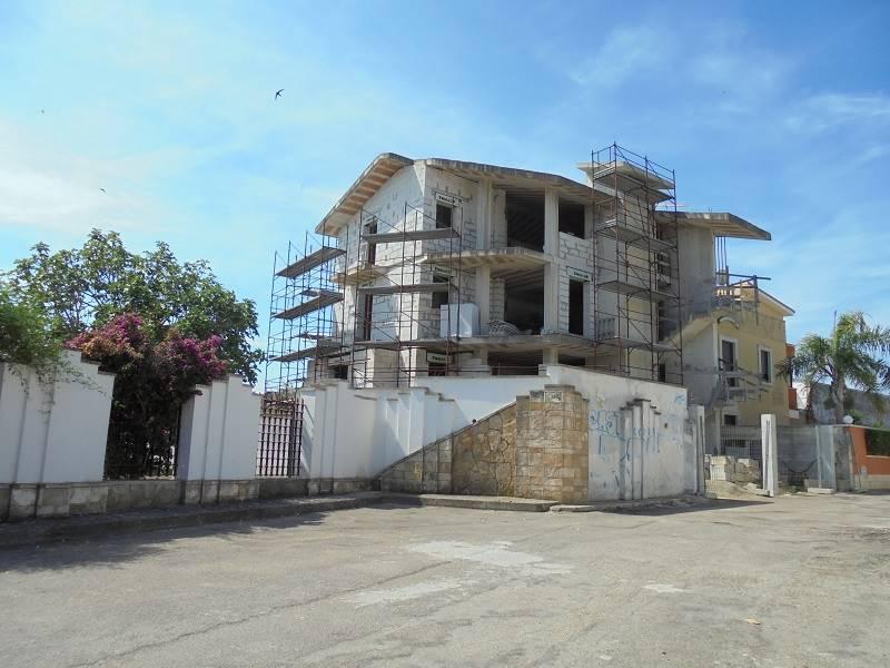 Appartamento indipendente in Via Valle D'aosta, Leuca, Lecce