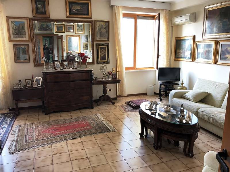 EST, LECCE, Apartment for sale of 140 Sq. mt., Habitable, Heating Individual heating system, Energetic class: D, Epi: 172,92 kwh/m2 year, placed at