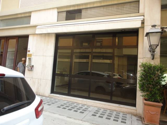 MAZZINI, LECCE, Shop for rent of 50 Sq. mt., Good condition, Energetic class: F, Epi: 409,5 kwh/m3 year, placed at Ground, composed by: 1 Room, 1