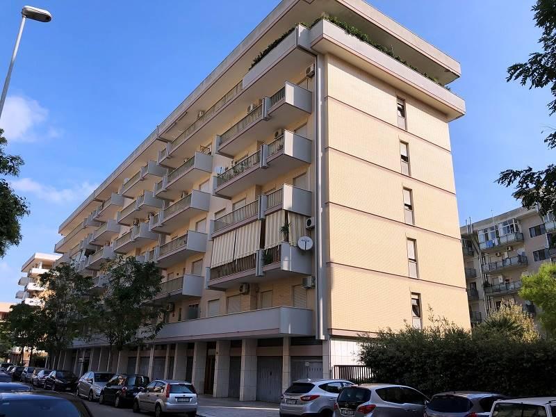 Partigiani, appartamento in contesto condominiale posto al sesto ed ultimo piano con ascensore, composto da vani ampi, ariosi e luminosi grazie alla