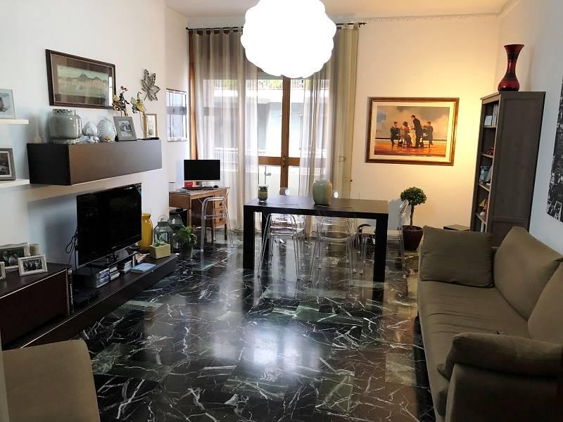 In zona Mazzini proponiamo un appartamento in elegante contesto condominiale, posto al quarto piano con ascensore e cantina. L'immobile, grazie alla