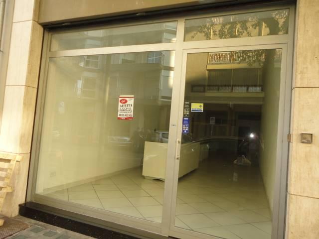 Proponiamo interessante locale commerciale fronte Hotel President, composto da unica vetrina ingresso, vano commerciale di circa 80 mq con bagno e