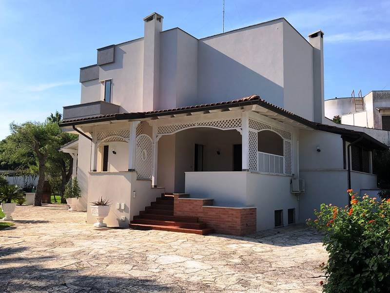 EST, LECCE, Villa zu verkaufen von 300 Qm, Beste ausstattung, Heizung Unabhaengig, Energie-klasse: D, Epi: 65,45 kwh/m2 jahr, am boden Angehoben,