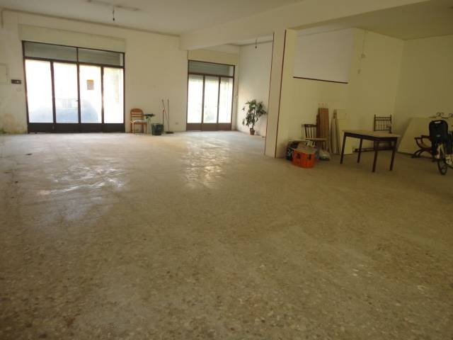 SURBO, Business unit for rent of 250 Sq. mt., Energetic class: G, Epi: 40,14 kwh/m3 year, composed by: 1 Room, 1 Bathroom, Price: € 700