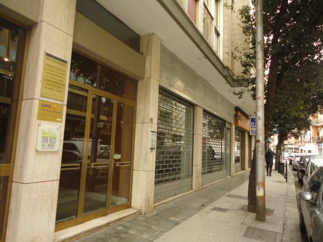 MAZZINI, LECCE, Shop for rent of 180 Sq. mt., Good condition, Energetic class: G, Epi: 152,822 kwh/m3 year, placed at Ground, composed by: 2 Rooms, 2