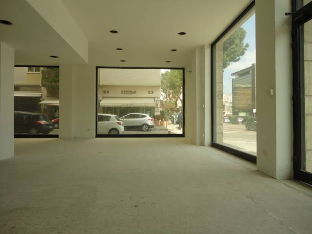 MAZZINI, LECCE, Shop for rent of 105 Sq. mt., Good condition, Energetic class: B, Epi: 1061,8 kwh/m3 year, placed at Ground on 1, composed by: 1 Room,