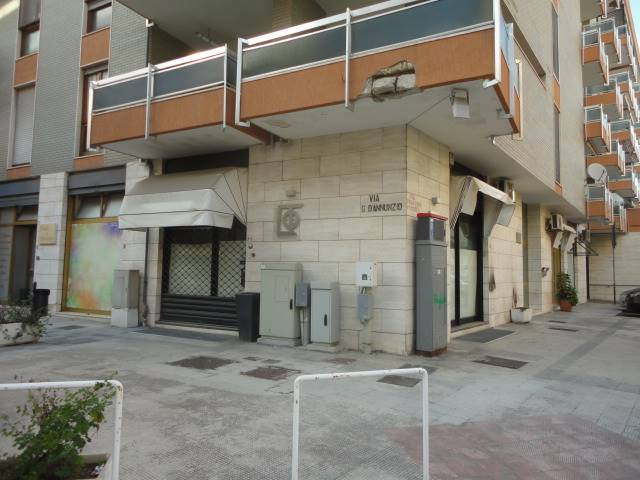 P. ARIOSTO, LECCE, Shop for rent of 50 Sq. mt., Good condition, Energetic class: F, Epi: 194,672 kwh/m3 year, placed at Ground, composed by: 1 Room,